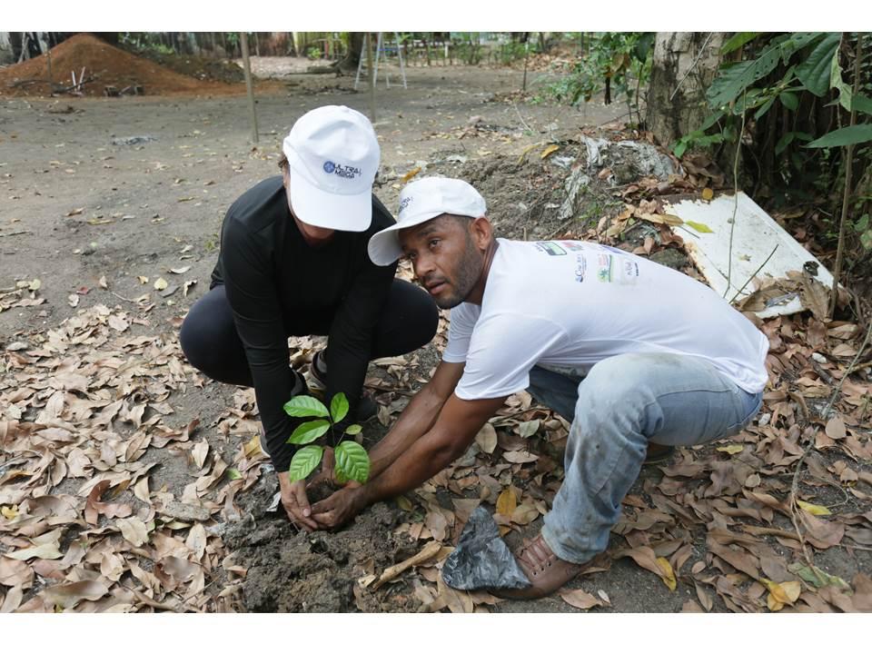 Mutirão de limpeza na Mata do Jacaré e plantio de mudas